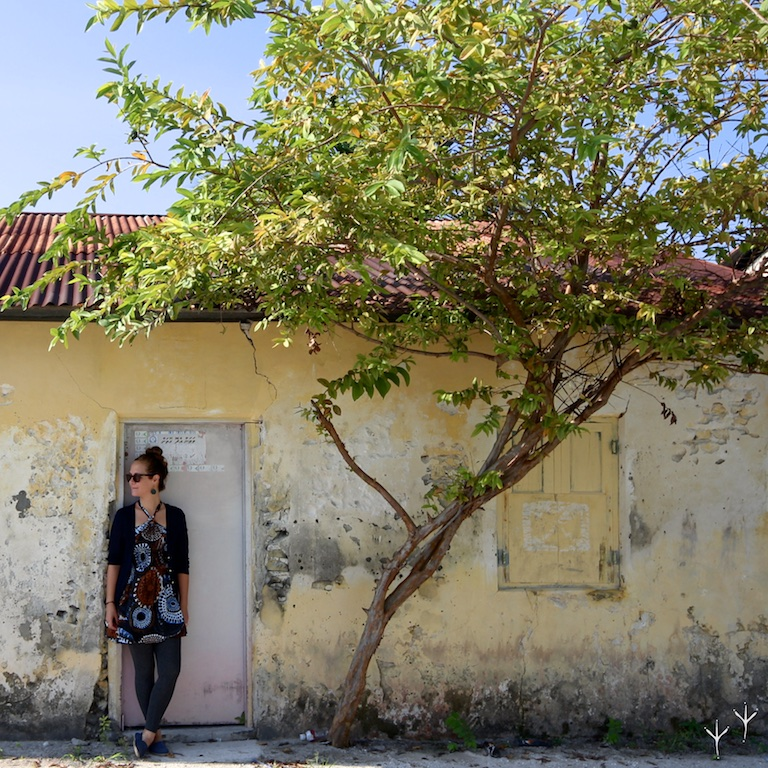 Dharavandhoo is an inhabited island, a quiet community of multihued houses and sandy roads.